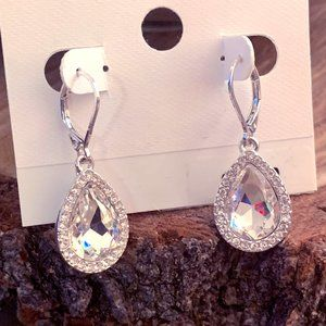 SEXY teardrop dangle earrings, ⭐️NWT⭐️